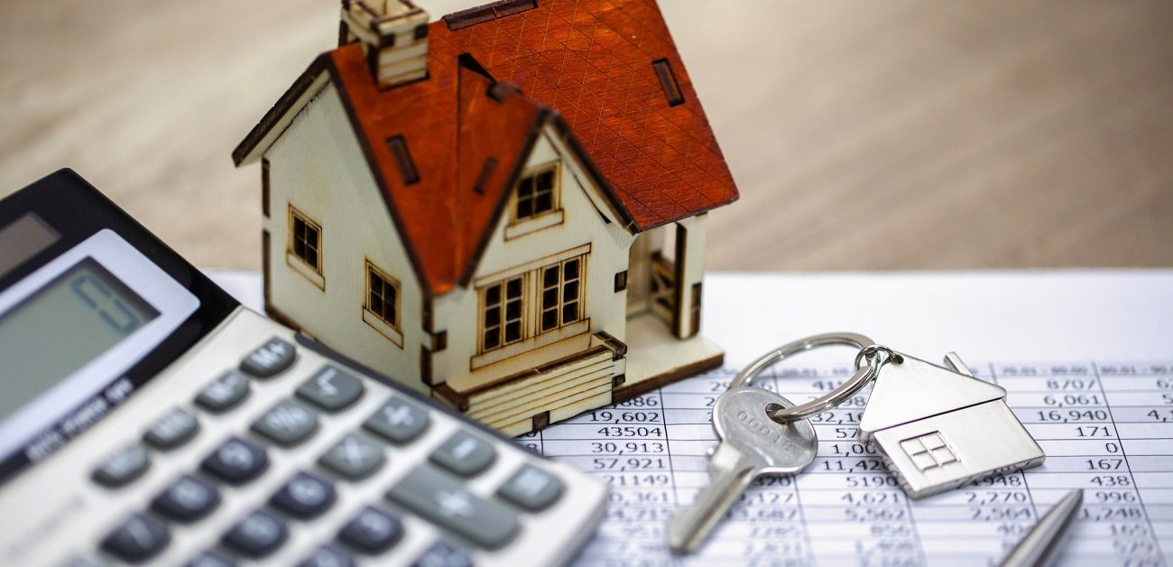 FHFA Tosses Extra Refinance Fee for Fannie, Freddie Loans - picture represents a calculator, model house, keys and budget.