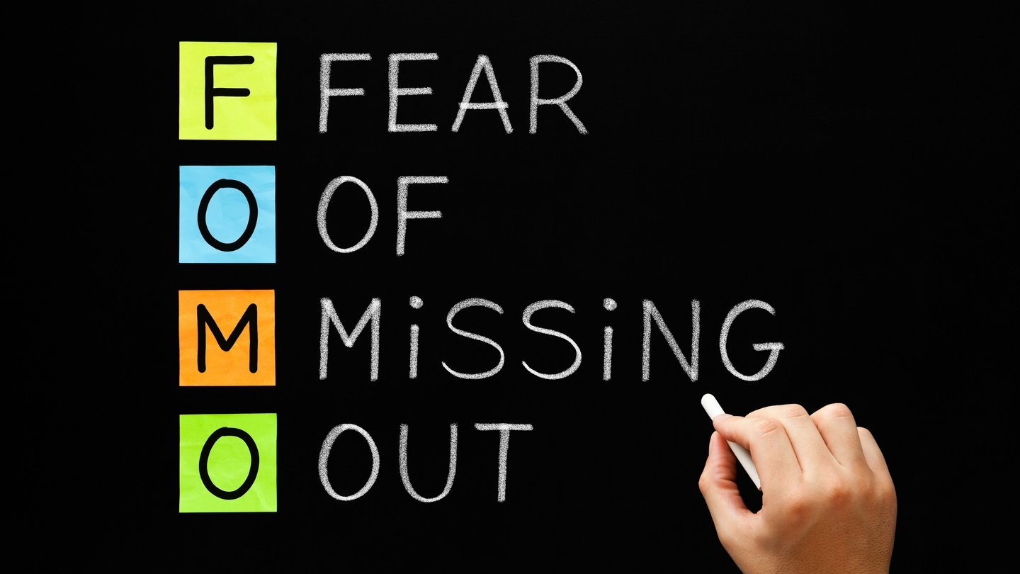 Graphic of FOMO which means the Fear of Missing Out.