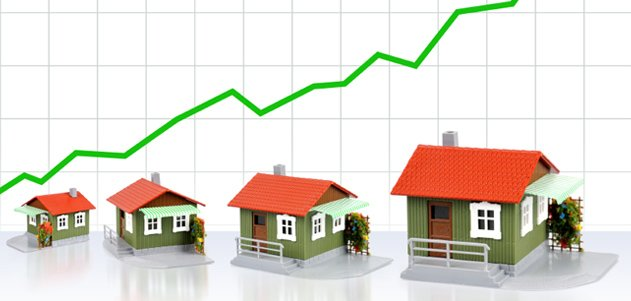 Graphic showing houses and and rising chart graph to represent Florida's housing market continues strong in January 2021