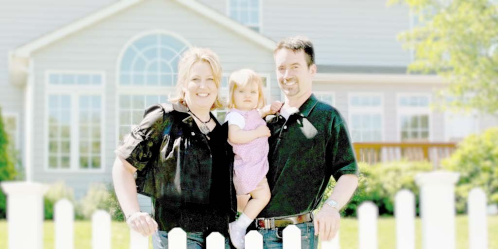 mortgage - Florida mortgage - family in front of home
